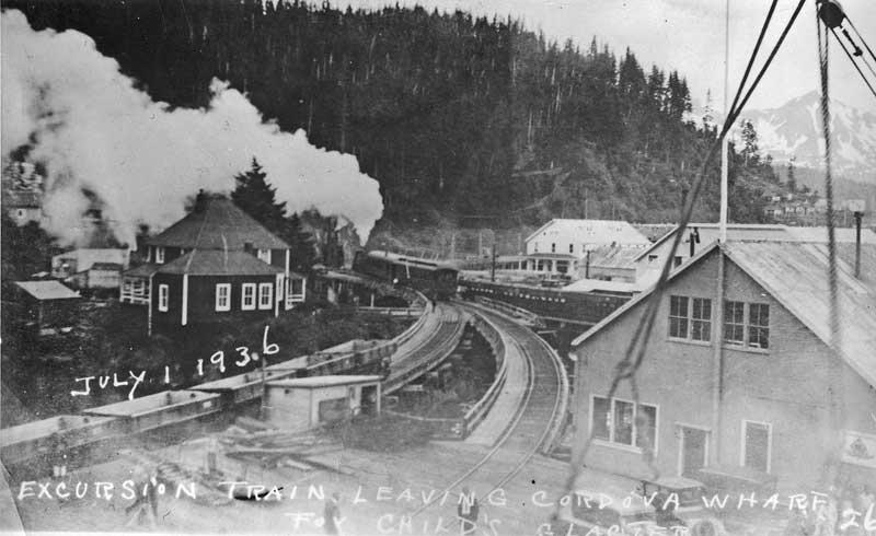 Excursion train leaves the wharf