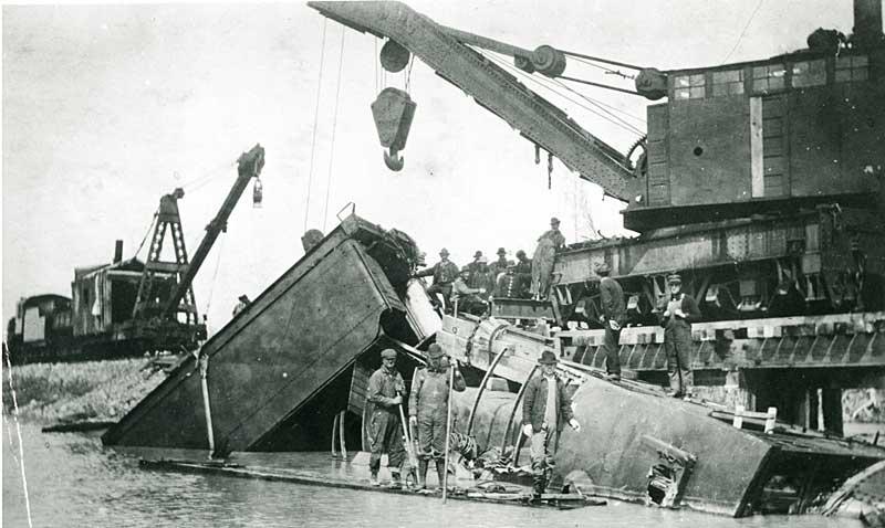 Crane retrieving engine